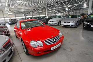 Banks try to sell repossessed cars on the lot